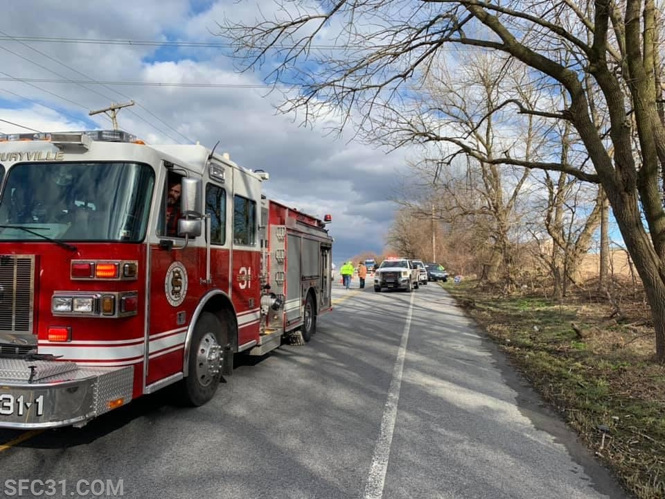 Engine 31-1 on scene of an auto accident on Lincoln Highway.